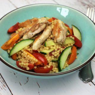 Salade met parelcouscous en kippendij | Foodblogswap